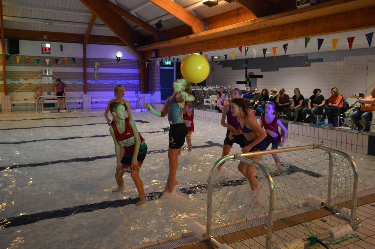 Succesvol watervoetbal toernooi in Molenduinbad Norg