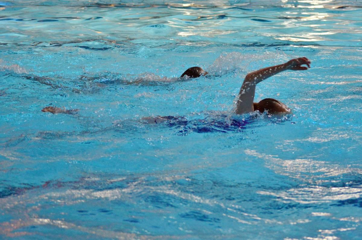 zwemlessen in het openluchtzwembad in Peize