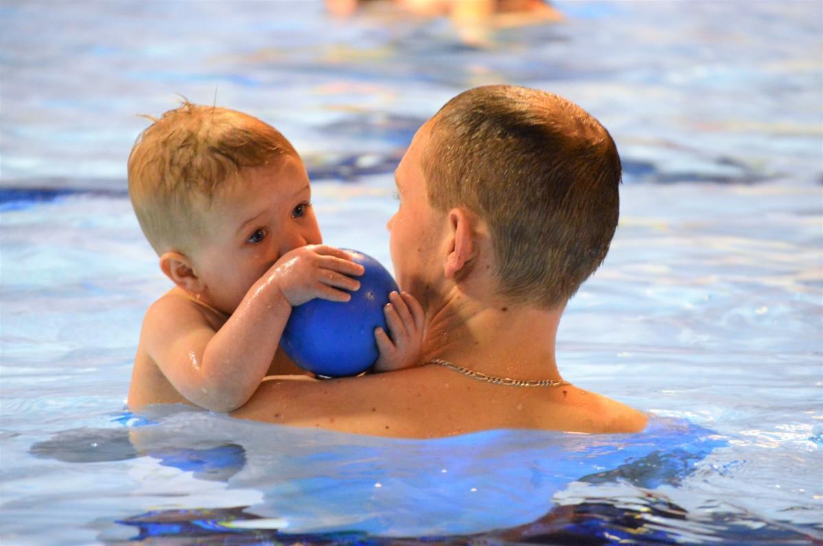 Ouder & Kind zwemmen in het Molenduinbad Norg