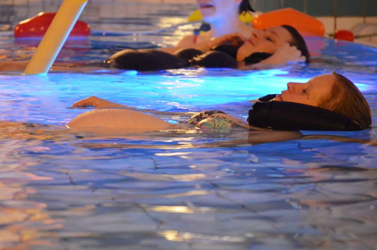 Zwangerschapszwemmen in  het Molenduinbad Norg