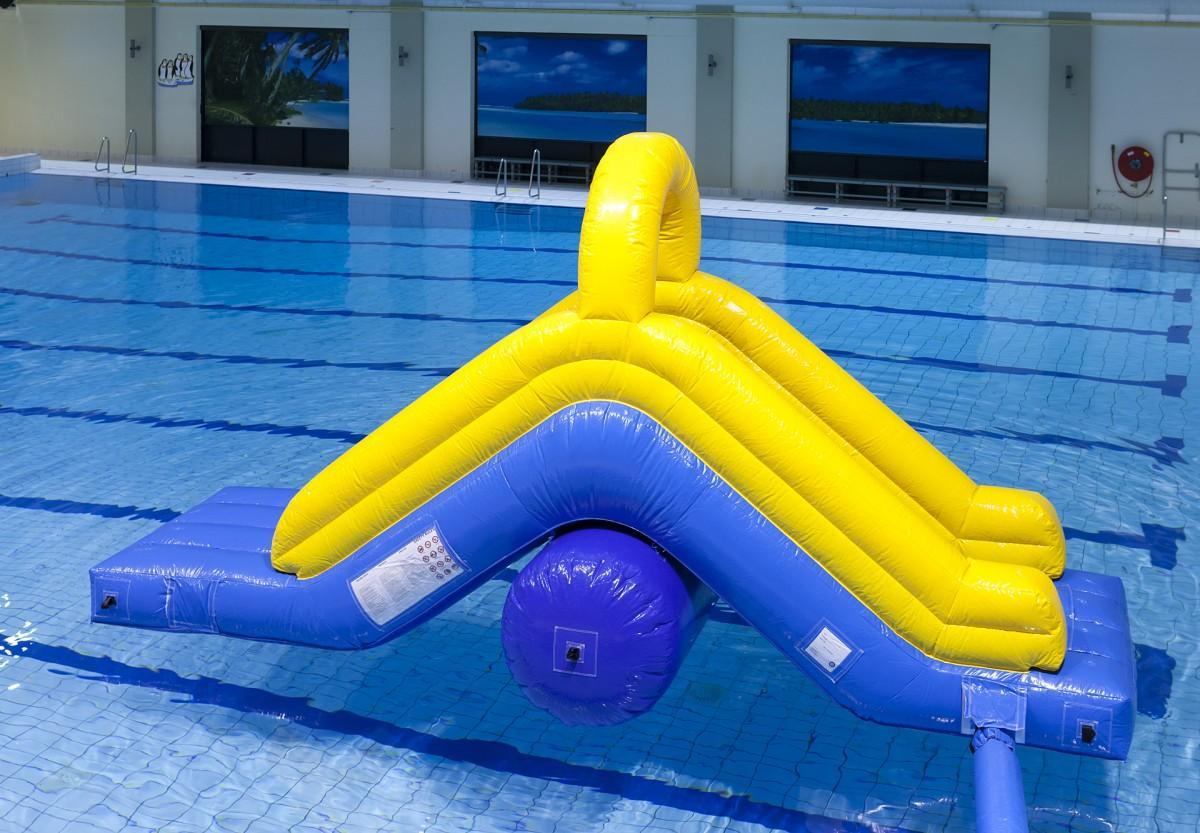 Attractie in het zwembad