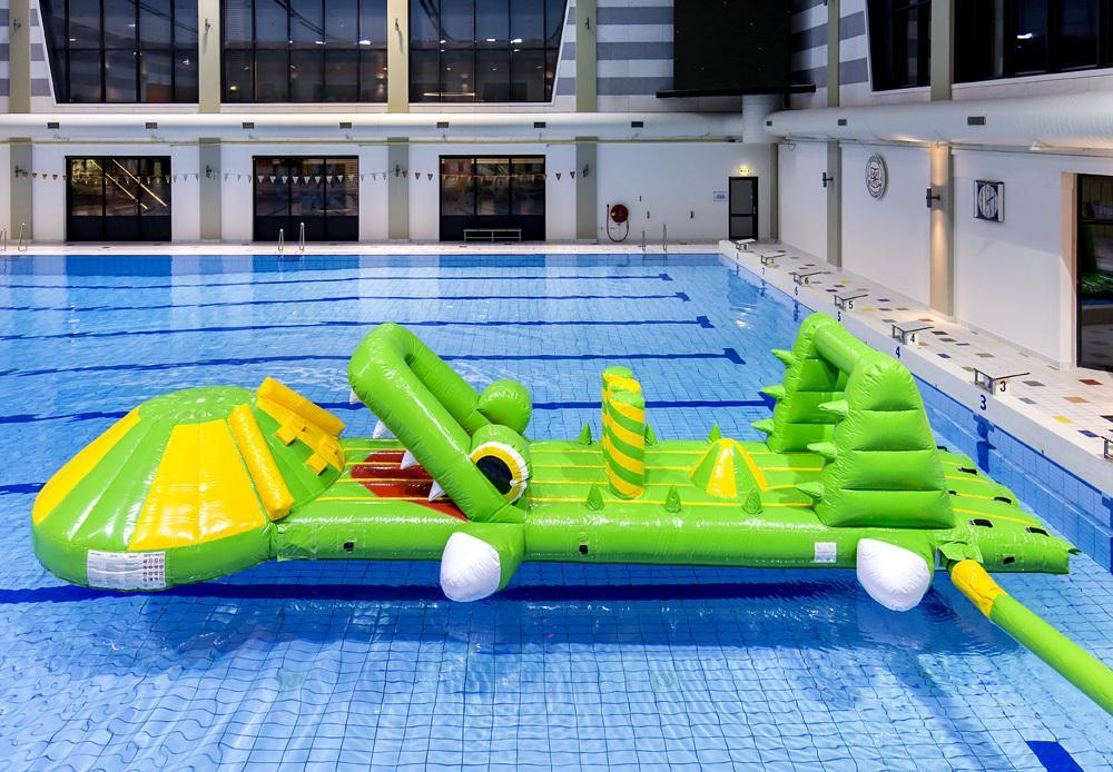Elke middag een krokodil in het water!